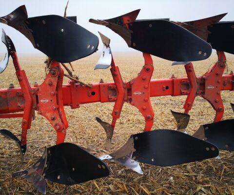 Tekrone mouldboards tillage on Gregoire Besson